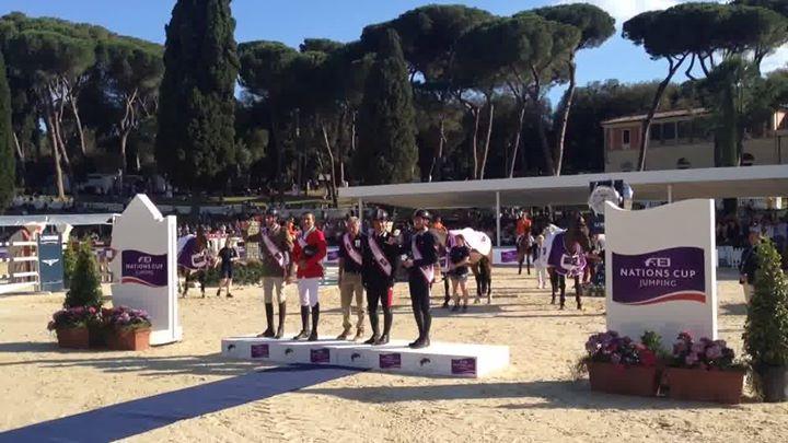L'Inno di Mameli suona a Piazza di Siena! 🇮🇹🇮🇹🇮🇹…